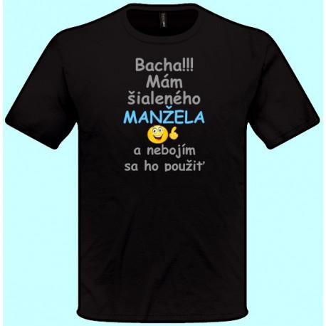 Tričká s potlačou - Bacha Mám šialeného manžela a nebojím sa ho použiť (pánske tričko)